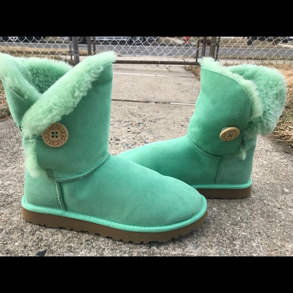 Authentic UGG Boots NEVER WORN! Lime green Size 8!